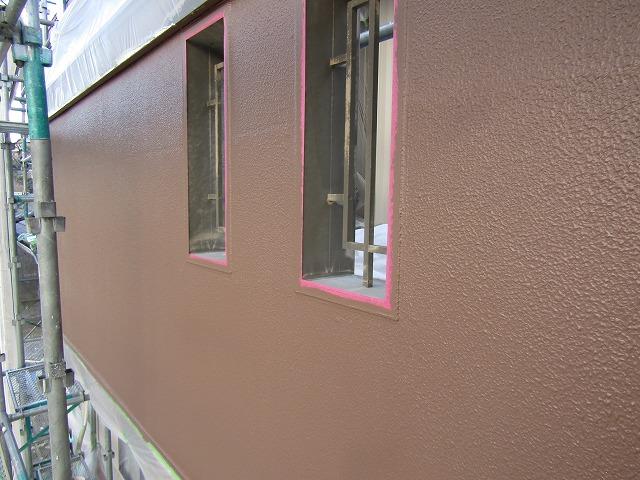 ひび割れを補修し目立たなくなった外壁
