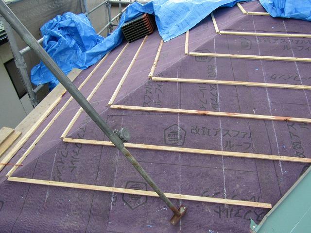 瓦葺き替え 桟木を設置したところ