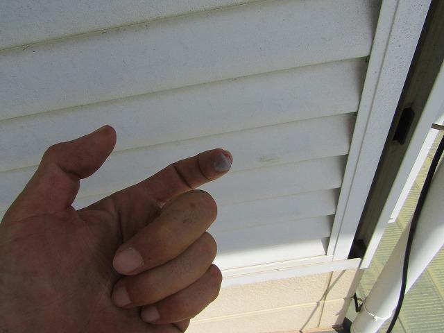 雨戸チョーキング(手で触ると白い粉が出る状態)