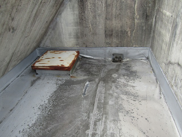 塔屋防水劣化状況