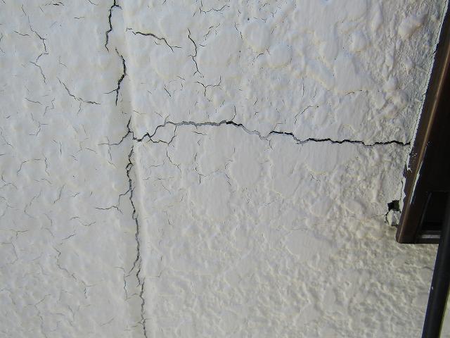 外壁クラック(ひび割れ)